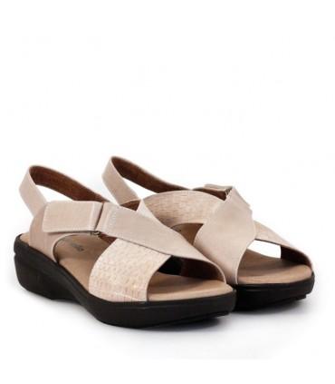 Sandalias de cuero en arena