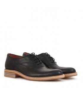 Zapato de cuero negro