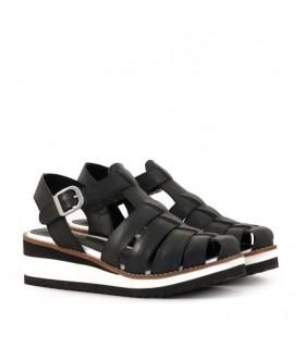 Sandalias caladas de cuero negro