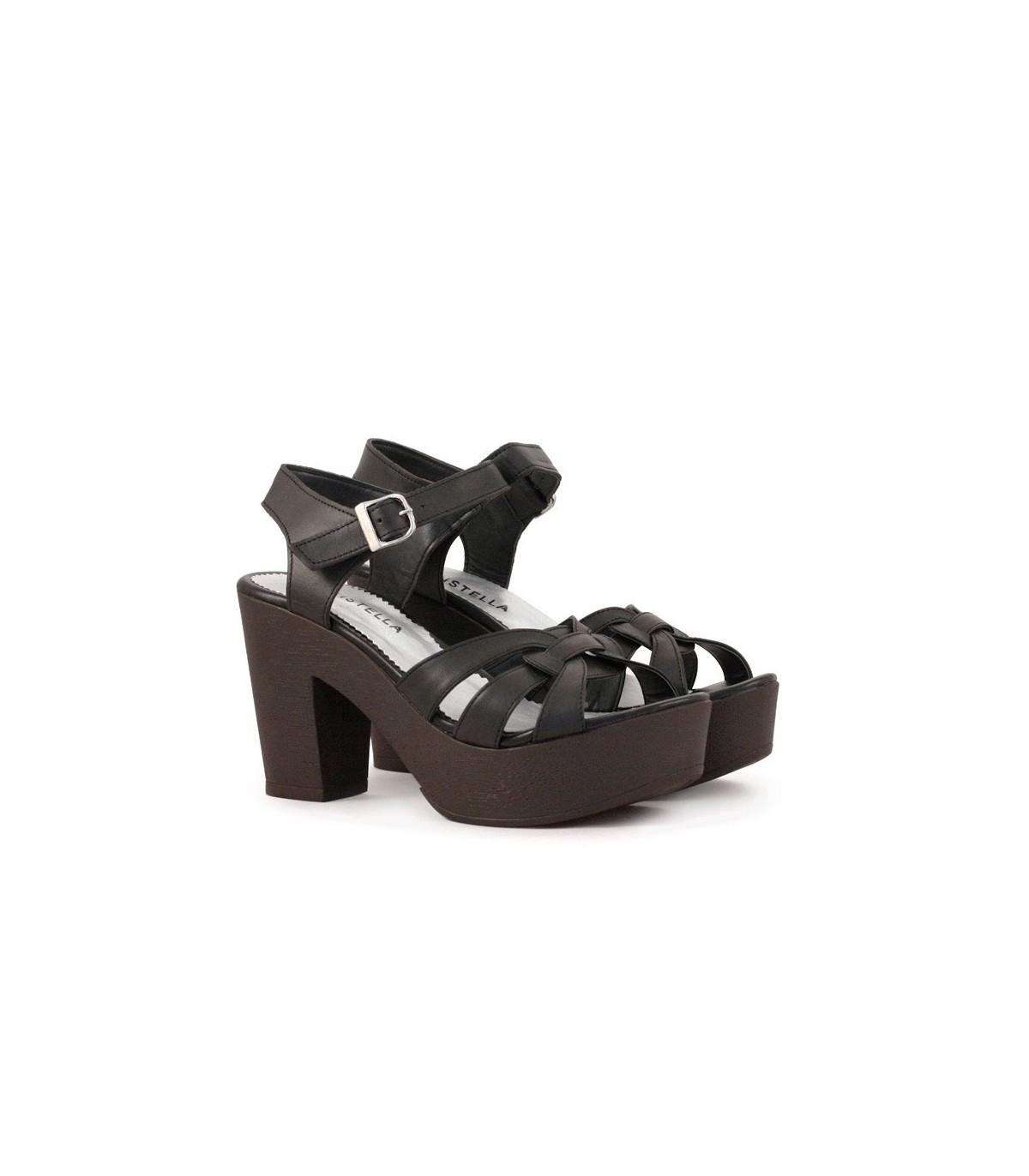 fd16b21d3 Sandalias de cuero negro con taco y plataforma en Batistella.com.ar
