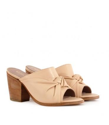 Sandalias de cuero en beige - CONCEPT