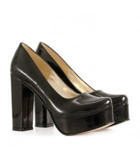 Stilettos de charol negro