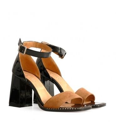 Sandalias de charol negro/ suela