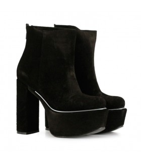 Botas cortas de gamuza en negro- CONCEPT
