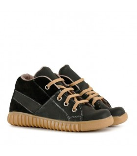 Zapatillas botitas de cuero en negro