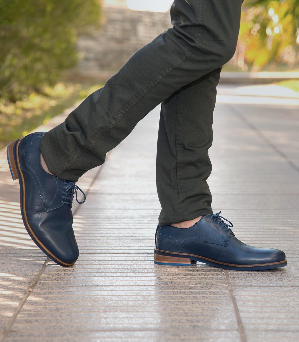 feb9b1b5375 Zapatos de vestir de cuero azul de hombres en Batistella