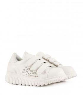 Zapatillas de símil cuero en blanco con brillo