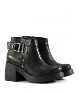 Botas cortas de cuero negro con plataforma