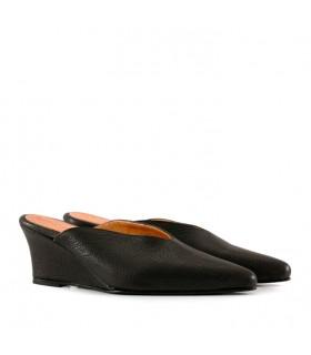 Zapatos de cuero negro con taco chino
