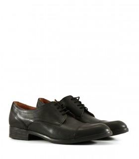 Zapatos clásicos de cuero negro acordonados