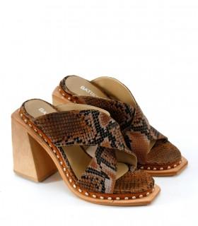 Sandalias de cuero en reptil marrón