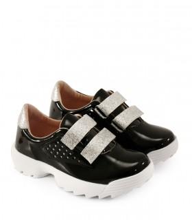 Zapatillas de símil charol en negro