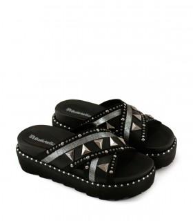 Zuecos de símil cuero en negro